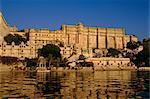 Lac Pichola et le City Palace, Udaipur, Rajasthan, Inde
