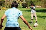 Père et fils, jouer au soccer