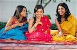 trois femmes en saris