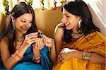 deux femmes en saris, bijou boîte
