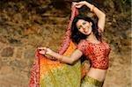 femme en sari dancing