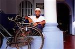 Malaisie, Penang, George Town. Homme musulman à la mosquée de St. Aacheen