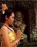 Danseuse balinaise de Bali, en Indonésie, en costume traditionnel, partie supérieure du torse