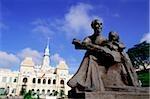 Vietnam, Saigon, Statue de Ho Chi-Minh avec hôtel De Ville en arrière-plan