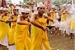 Indonésie, Bali, Kintamani, garçons danse cérémonielle
