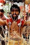 Singapour, jeune dévot avec icônes hindoues Thaipusam Festival