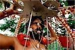 Singapour, dévot hindou avec piercings corporels lors du festival de Thaipusam
