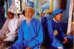 Vietnam, Tay Ninh, prêtres et fidèles au Temple de Cao Dai.