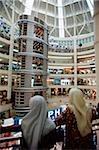 Malais de la Malaisie, Kuala Lumpur, à l'intérieur du centre commercial de Kuala Lumpur City Centre.