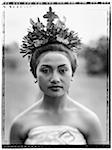 Indonésie, Bali, Ubud, danseur Pendet attend d'effectuer.