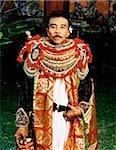 Indonésie, Bali, Ubud, Bali masque danseur en costume dans la Cour du temple.