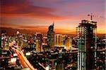 Coucher de soleil vue de la CDB, avec la construction de bâtiments et gratte-ciel le long de Jalan Jend Sudirman