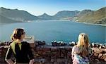 Touristes regardent la vue sur Hout Bay, Afrique du Sud