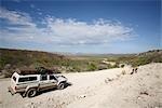 4 X 4 rouler sur chemin de Terre vers dérive de Swartboy sur la rivière Kunene, dérive de Swartboy, Kaokoland, Namibie