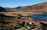 Vue panoramique de personnes Camping à côté de la rivière Orange