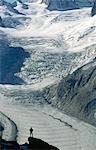 Silhouette d'un grimpeur contre la neige couverte Mer de Glace Glacier