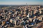 Vue aérienne sur Johannesburg CBD et les tours de Hillbrow