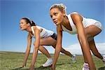 Deux femmes sur leur marque sur course