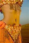 Taille de jeune danseuse du ventre