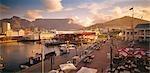Victoria et Alfred Waterfront à Cape Town avec Table Mountain et Signal Hill en arrière-plan. Province du Western Cape, Afrique du Sud
