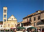 Église Saint-Étienne et la place, ville de Hvar, Hvar, Croatie, Europe