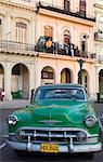 Un vintage américain Chevrolet sur le Prado, Centro Habana, la Havane, Cuba, Antilles, Amérique centrale