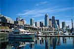 Le port et la ville skyline, vus depuis le front de mer de Seattle, état de Washington, États-Unis d'Amérique, Amérique du Nord