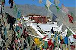 Drapeaux du Palais du Potala, l'UNESCO patrimoine de l'humanité, à travers la prière, Lhassa, Tibet, Chine, Asie