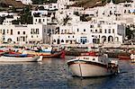 Bateaux de pêche et port de Mykonos, Chora, Cyclades, Grèce, Europe