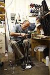 Cordonnier en atelier, Blackjack Boot Company de Maida, Houston, Texas, USA