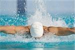 Nageur australien faisant nage papillon