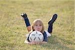 Joueur de soccer se trouvant sur le front et la tenue de football