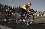 Deux cyclistes de montagne, équitation, descente, Dolomites