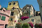 Maisons à la Piazza San Giovanni in Cervo, sur la Riviera italienne, la Ligurie, l'Italie, l'Europe