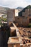 VEW dans l'Alcazaba montrant la Castrense Barrio vers la droite, Alhambra, patrimoine mondial de l'UNESCO, Grenade, Andalousie, Espagne, Europe