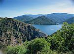 Le barrage de Cévennes, avec le Lac de Villefort et collines en arrière-plan, en Lozère, Languedoc Roussillon, France, Europe