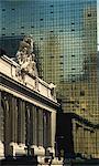 Contraste entre la gare Grand Central Station et le bâtiment Graybar, Manhattan, New York City, États-Unis d'Amérique, l'Amérique du Nord
