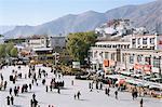 Place principale devant le Jokhang, Palais du Potala au-delà, Lhassa, Tibet, Chine, Asie