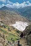 Marais salants Inca au-dessous de salt spring, Salineras de Maras, vallée sacrée, région de Cuzco (Urubamba), Pérou, Amérique du Sud