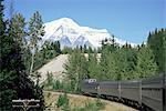 Mont Robson, le plus haut sommet des Rocheuses canadiennes, 3964m, à partir de Canadian express transcontinental entre Jasper et Vancouver, en Colombie-Britannique, Canada, Amérique du Nord