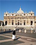 Religieuse en place Saint-Pierre, Vatican, Rome, Lazio, Italie, Europe