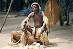 Homme zoulou, village zoulou, Zululand, Afrique du Sud, Afrique