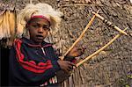 Dorze garçon avec instrument de musique en bambou, Chencha montagnes, Ethiopie, Afrique
