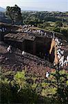Pèlerins porte traditionnelle gabi (châles blancs) au festival de la roche taillée dans monolithique église de Ghiorghis de (St. George '), Lalibela, patrimoine mondial de l'UNESCO, Ethiopie, Afrique