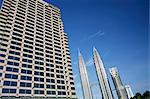 Petronas twin towers et business building sur la gauche, Kuala Lumpur, en Malaisie, l'Asie du sud-est, Asie