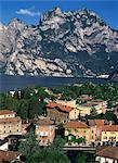 La ville de Torbole sur le lac de garde, Lombardie, Italie, Europe