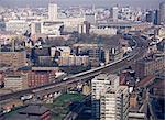 Blick über Vauxhall mit Eurostar und andere Züge nähert sich der Waterloo Station, London, England, Großbritannien, Europa