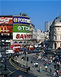 Vue aérienne sur Piccadilly Circus, dont la statue d'Éros, le Dieu grec de l'amour, construit en 1892 dans la mémoire du comte de Shaftesbury, Londres, Royaume-Uni, Europe