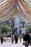 Rue piétonne avec des décorations, Puerta del Sol, Madrid, Espagne, Europe