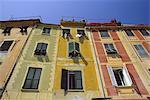 Façades oeil trompe colorés par le port, Portofino, péninsule de Portofino, Ligurie, Italie, Europe